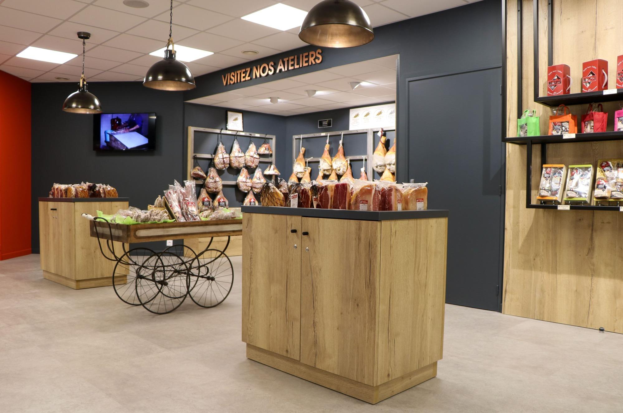 Intérieur de la boutique Salaisons - Oberti agencée par SAFRA Agencement