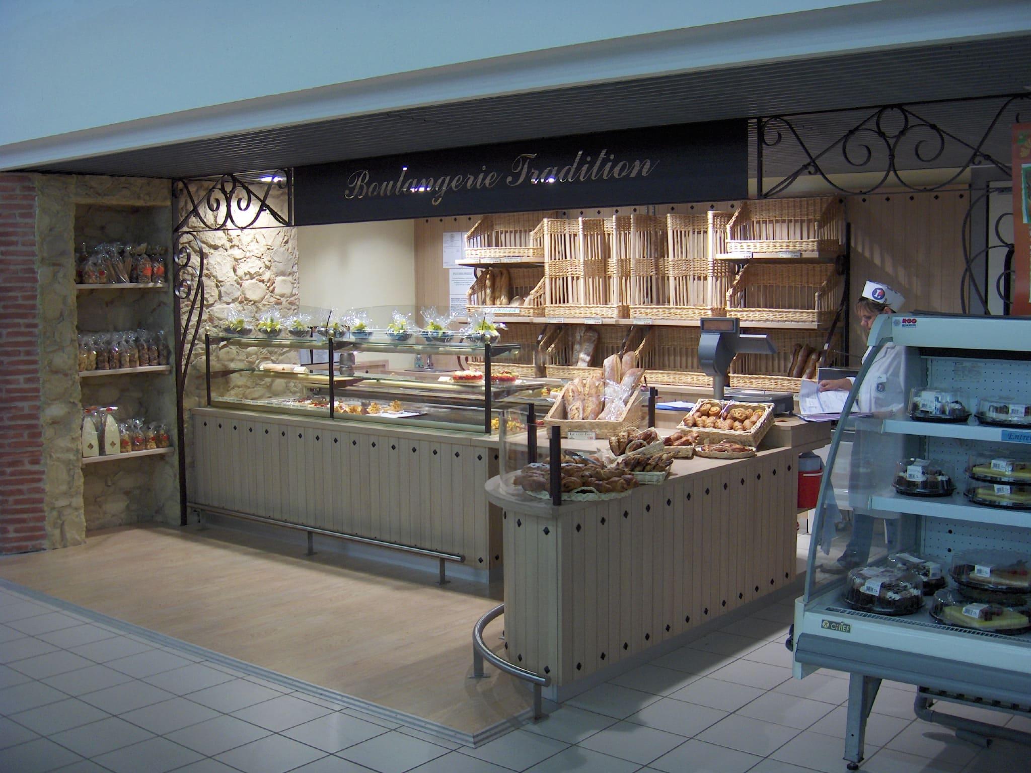 Comptoir de la boulangerie du Leclerc de Rouffiac agencé par SAFRA Agencement