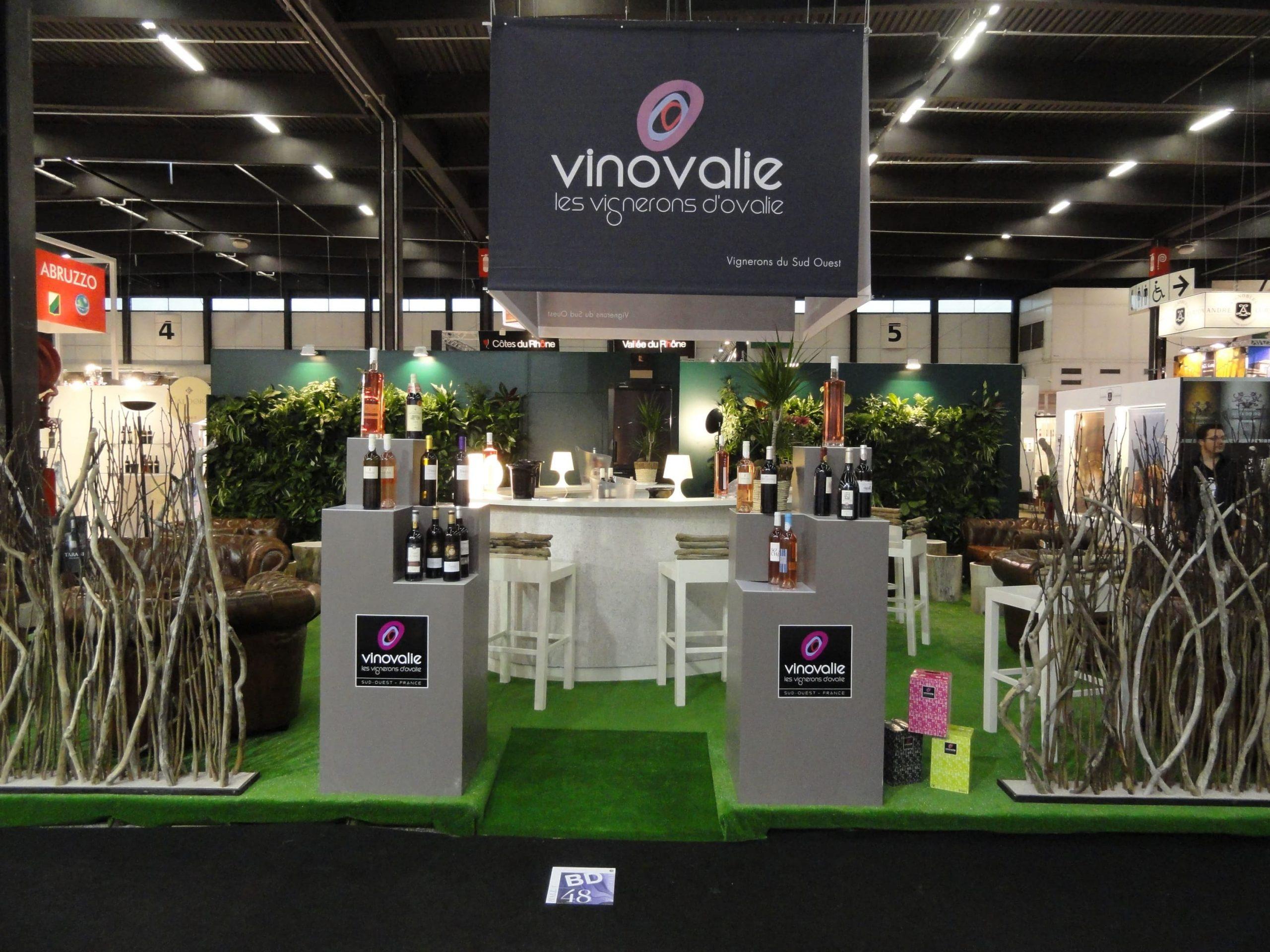 Vue d'ensemble du stand de Vinovalie au salon Vinexpo de Bordeaux en 2011 agencé par SAFRA Agencement
