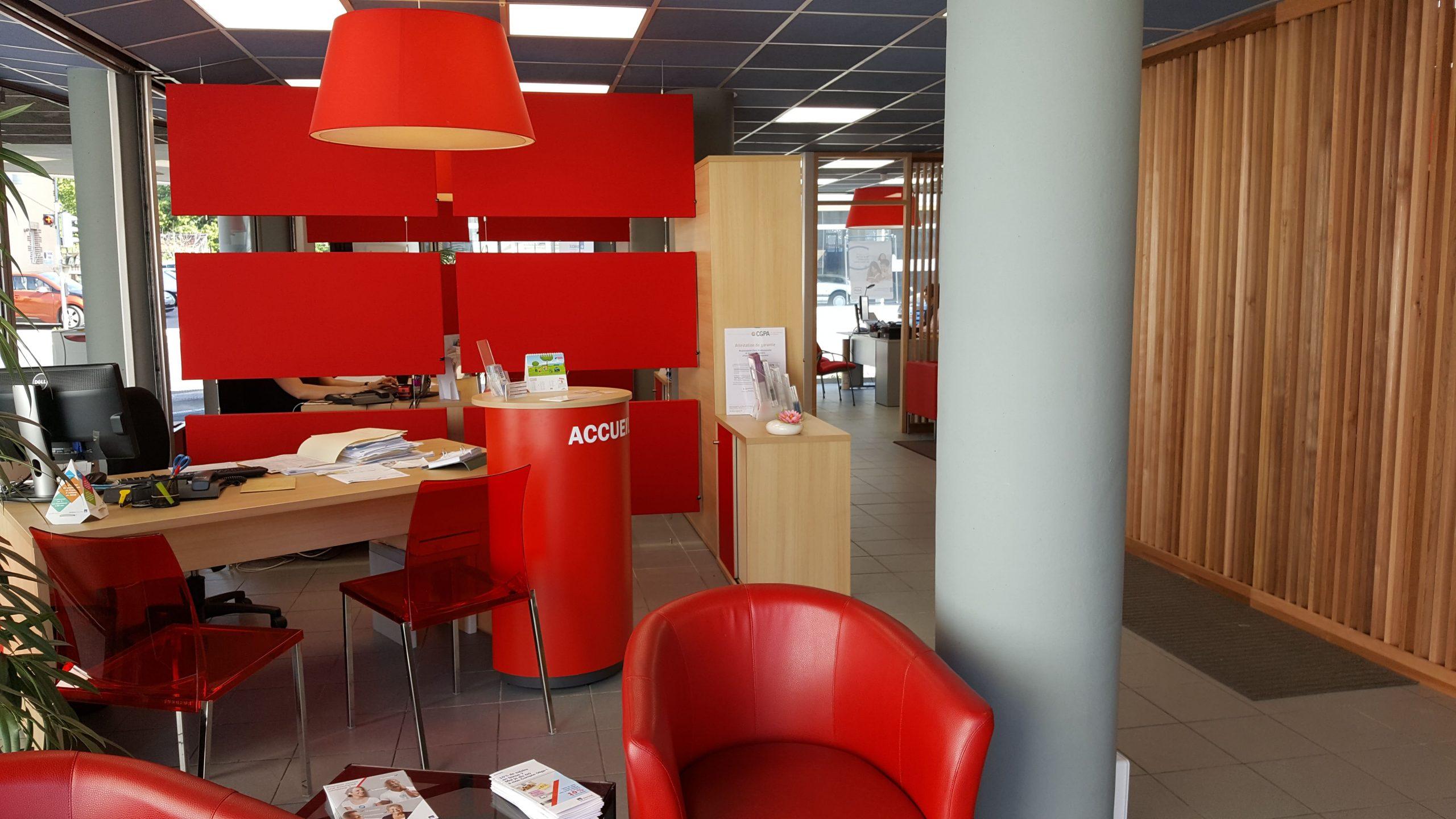 Bureaux dans les locaux d'AXA à Albi agencé par SAFRA Agencement