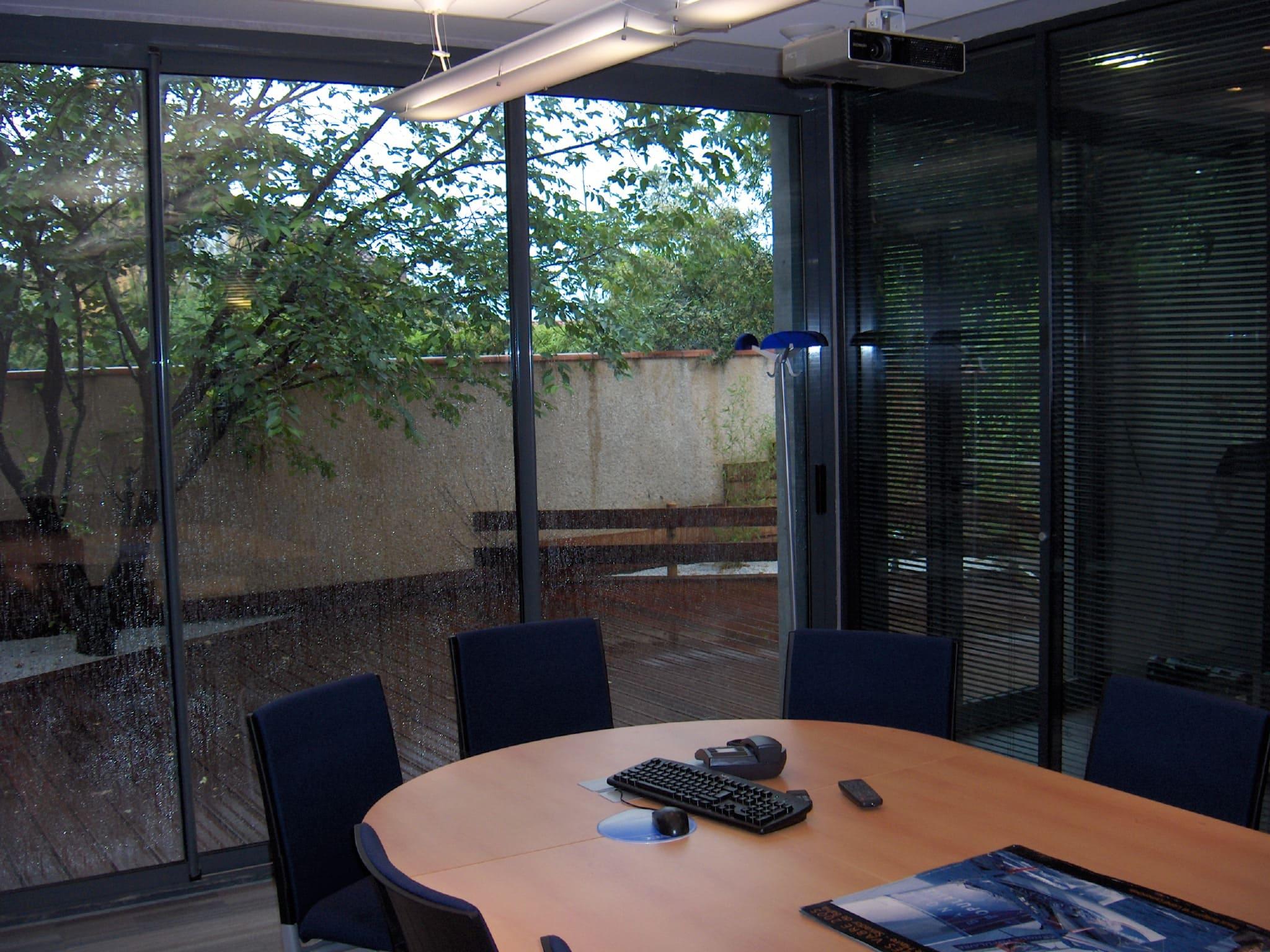 Salle de réunion de la Banque Populaire de St-Juéry agencé par SAFRA Agencement