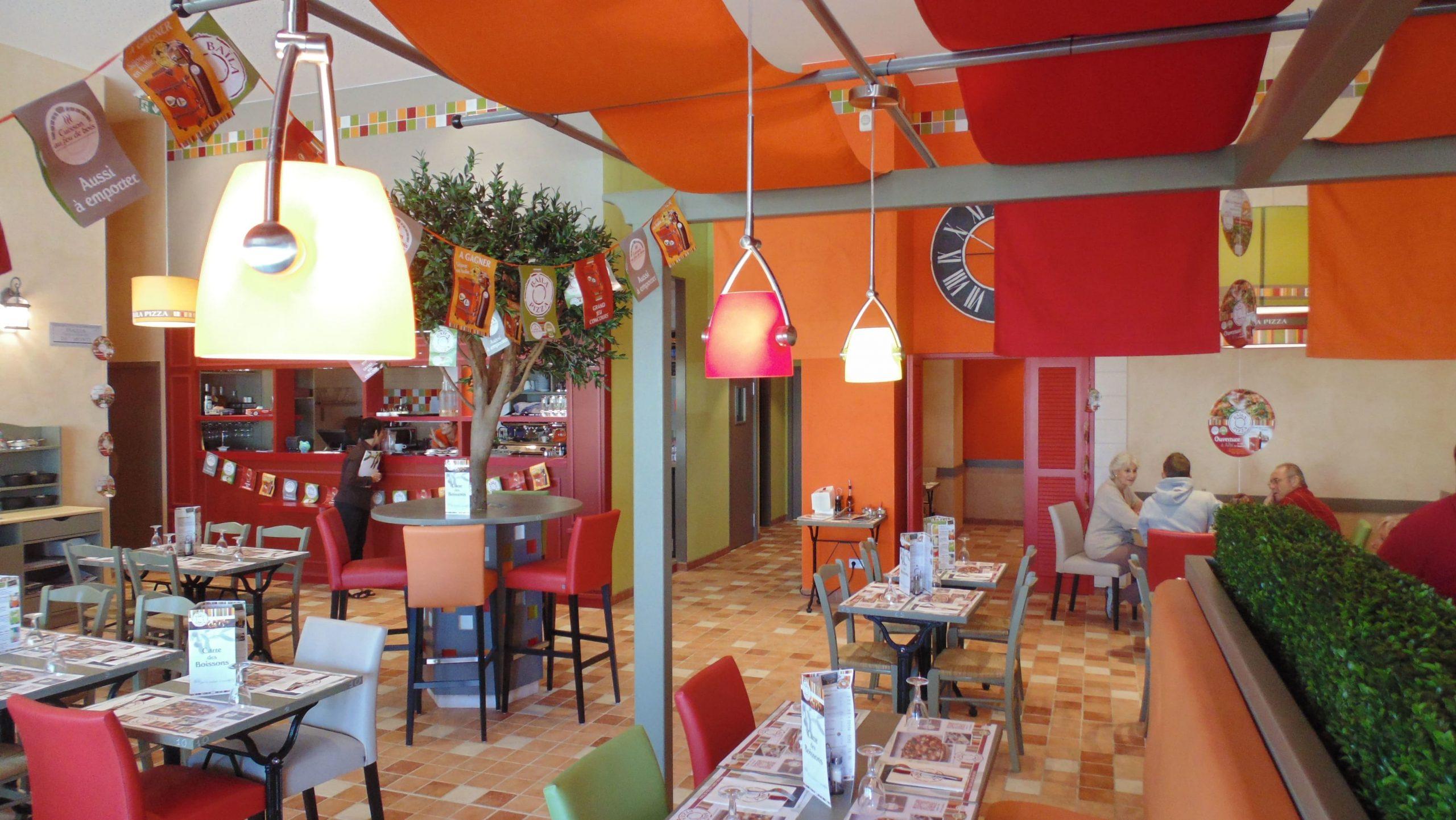 Salle de restauration du Baïla Pizza à Albi agencé par SAFRA Agencement