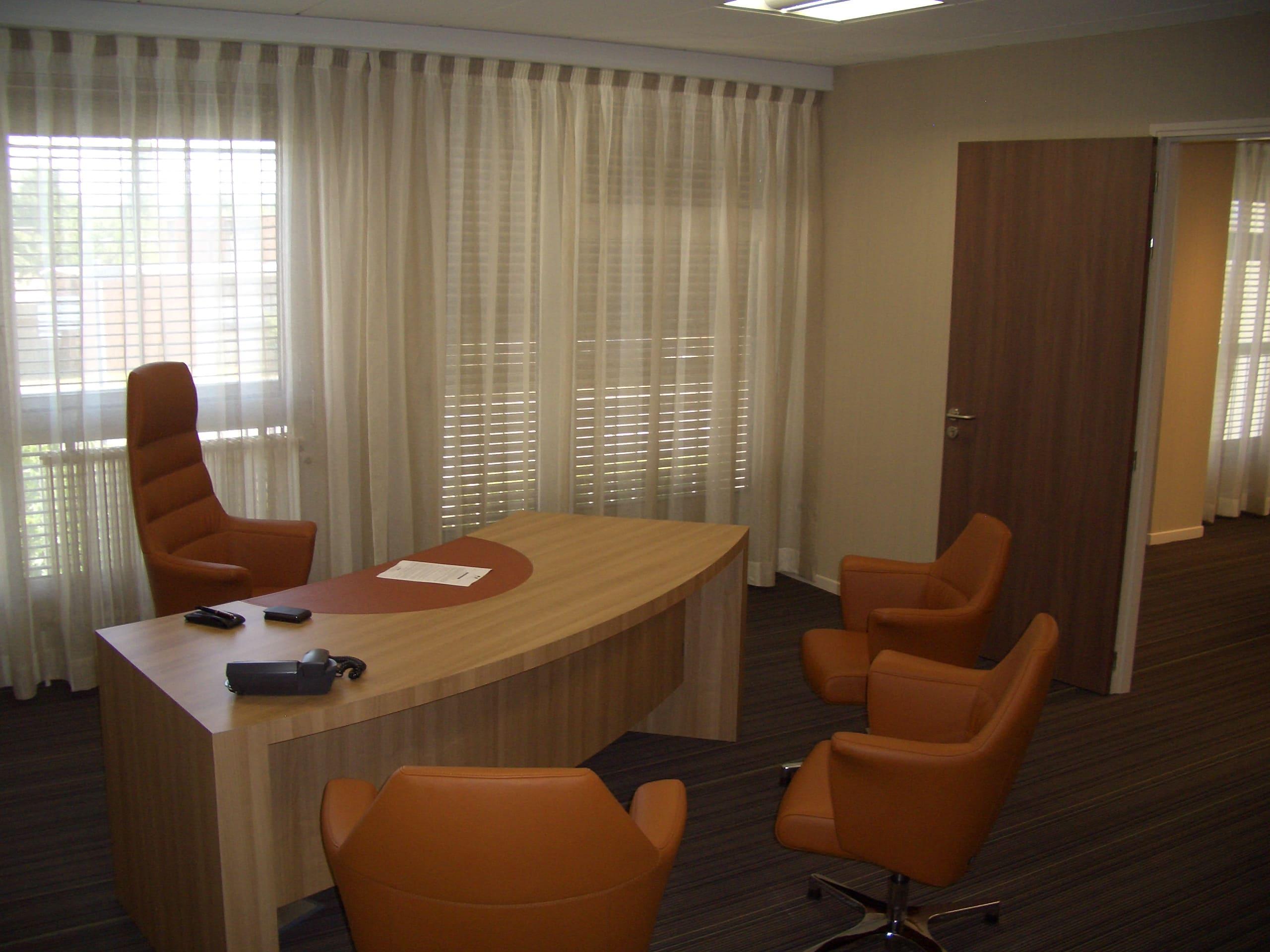 Bureau de la CCI à Albi agencé par SAFRA Agencement