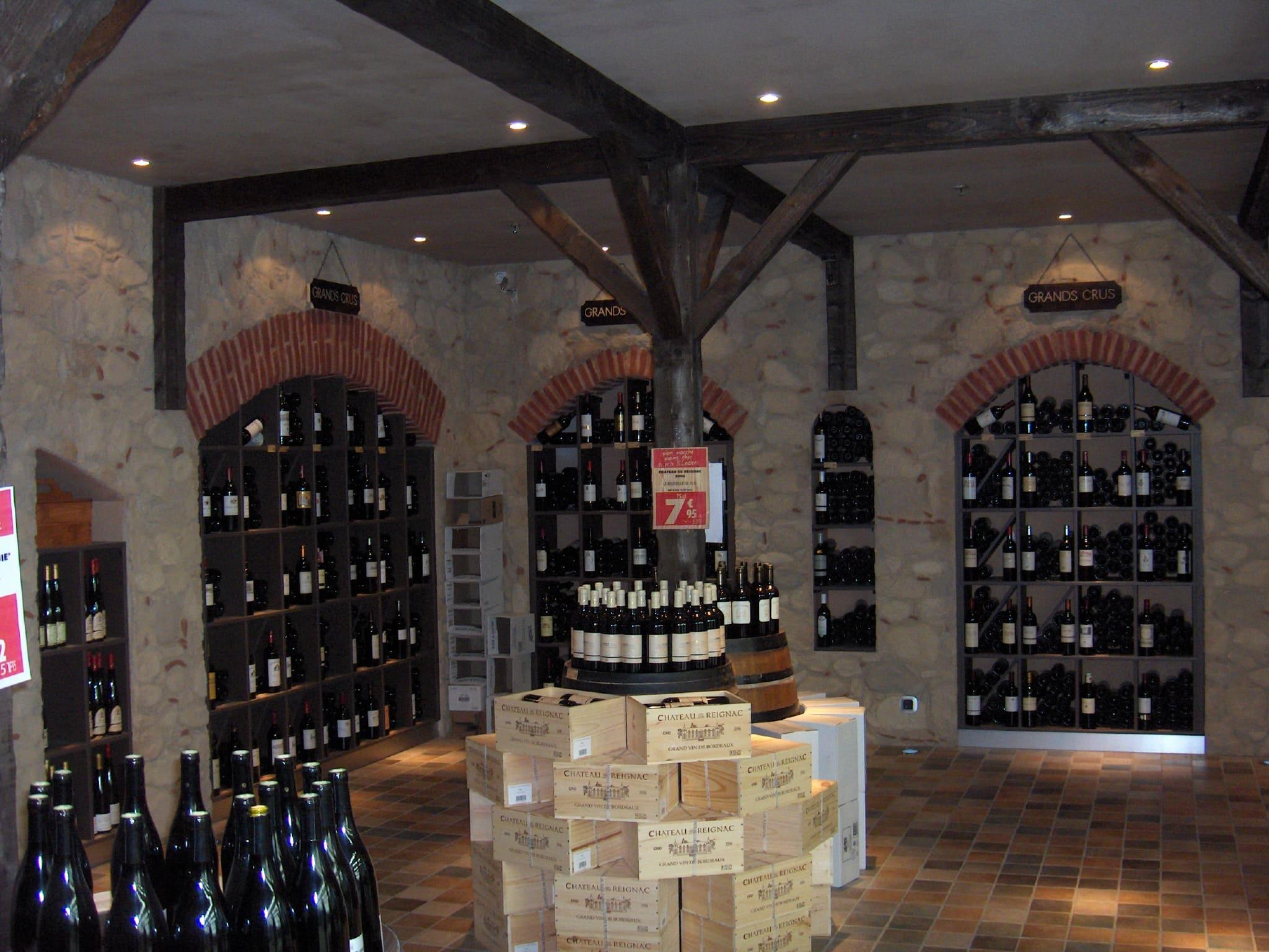Cave du Leclerc de Rouffiac agencé par SAFRA Agencement
