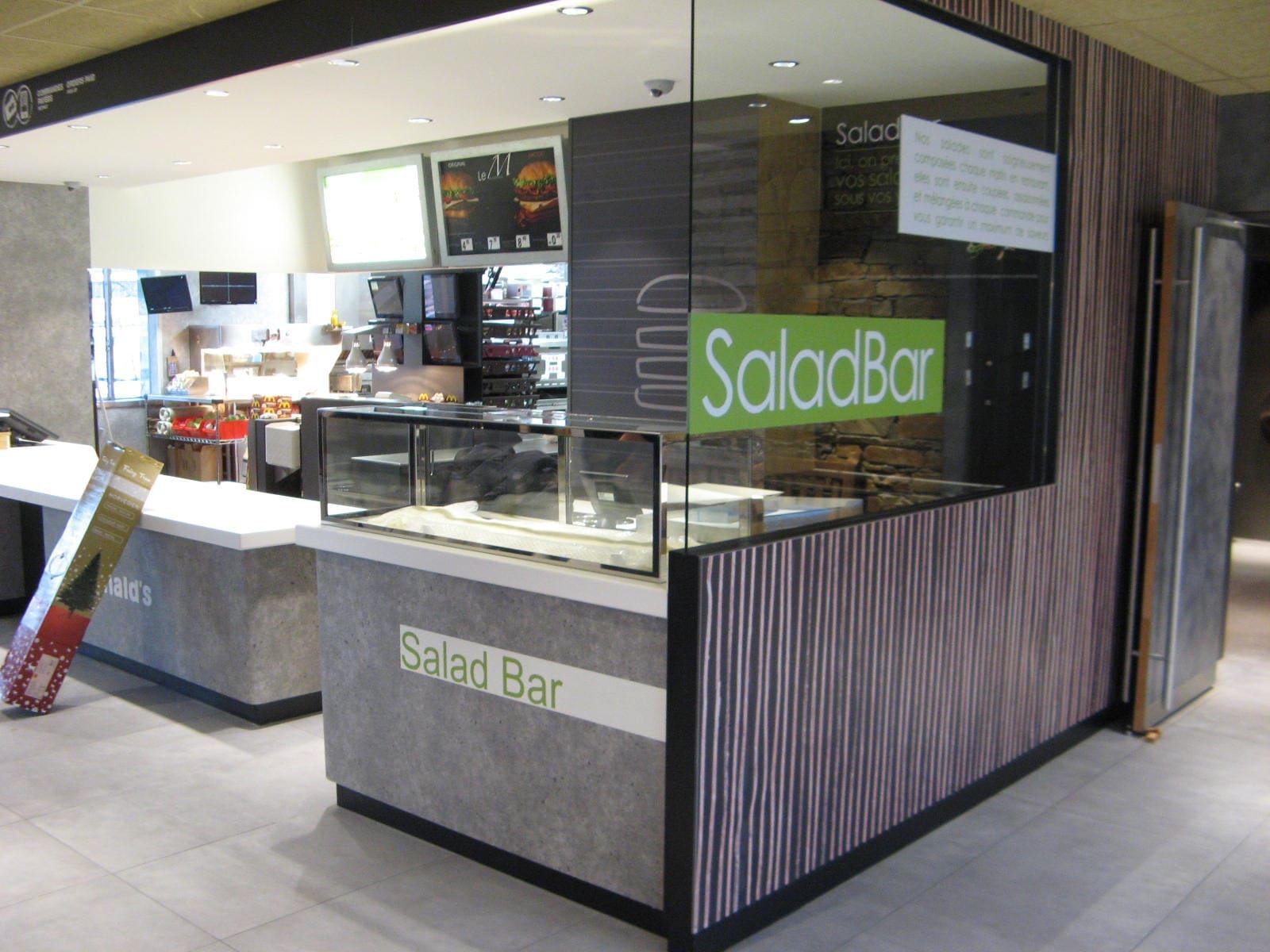 Comptoir SaladBar du McDonald's de Foix conçu par SAFRA Agencement