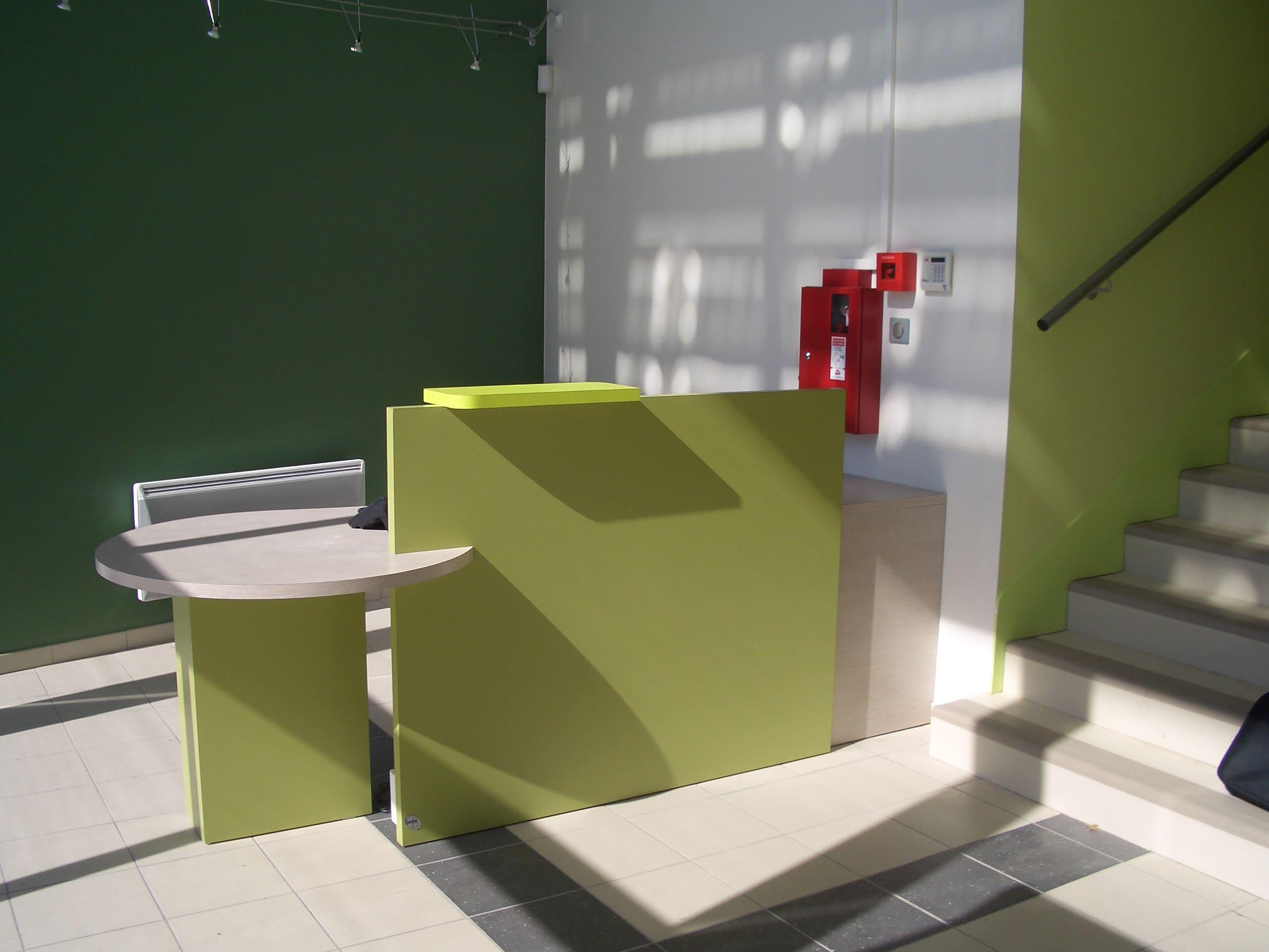 Comptoir d'accueil de la station d'épuration d'Albi réalisé par SAFRA Agencement