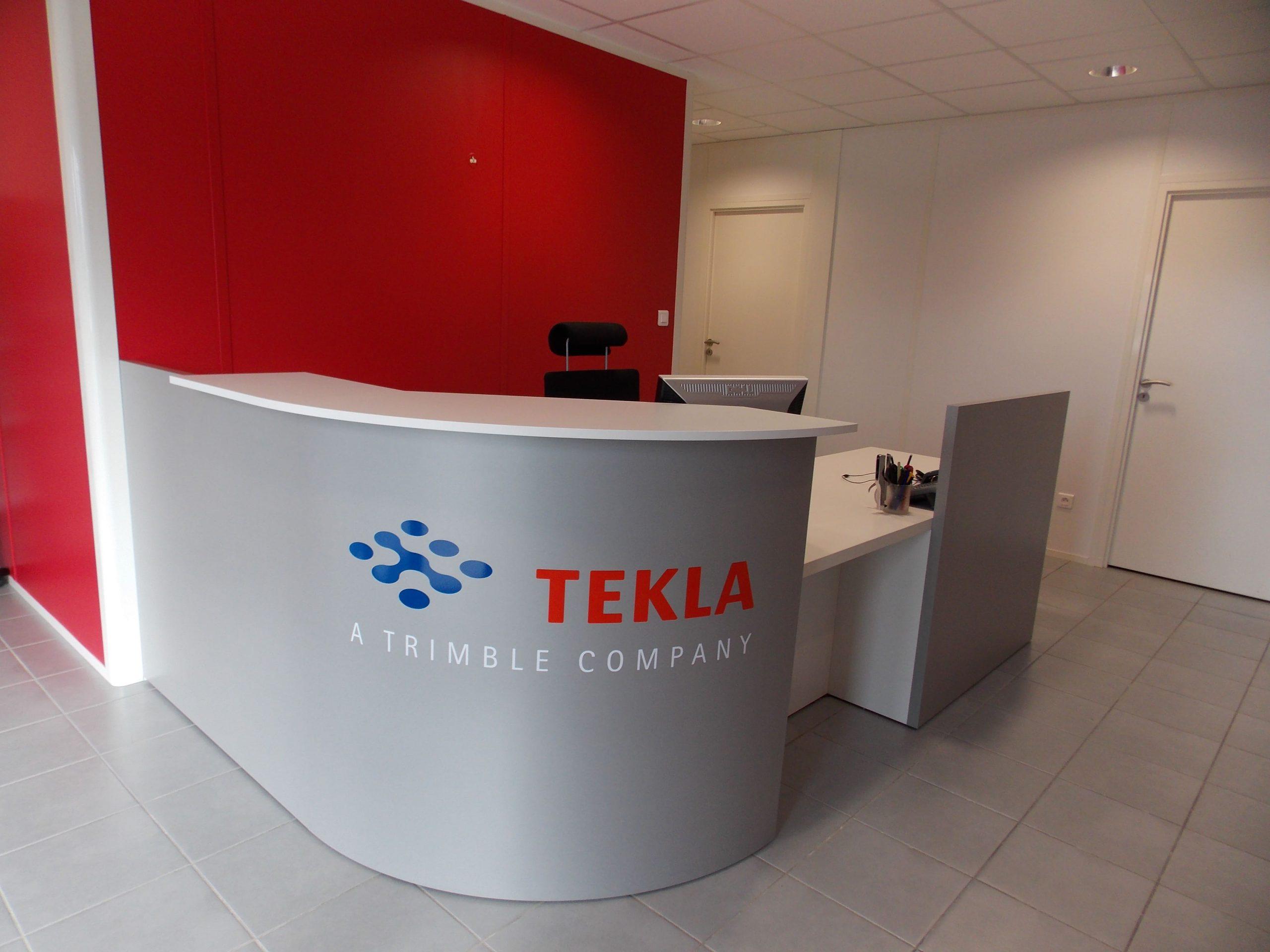Banque d'accueil de l'entreprise Tekla à Terssac réalisé par SAFRA Agencement