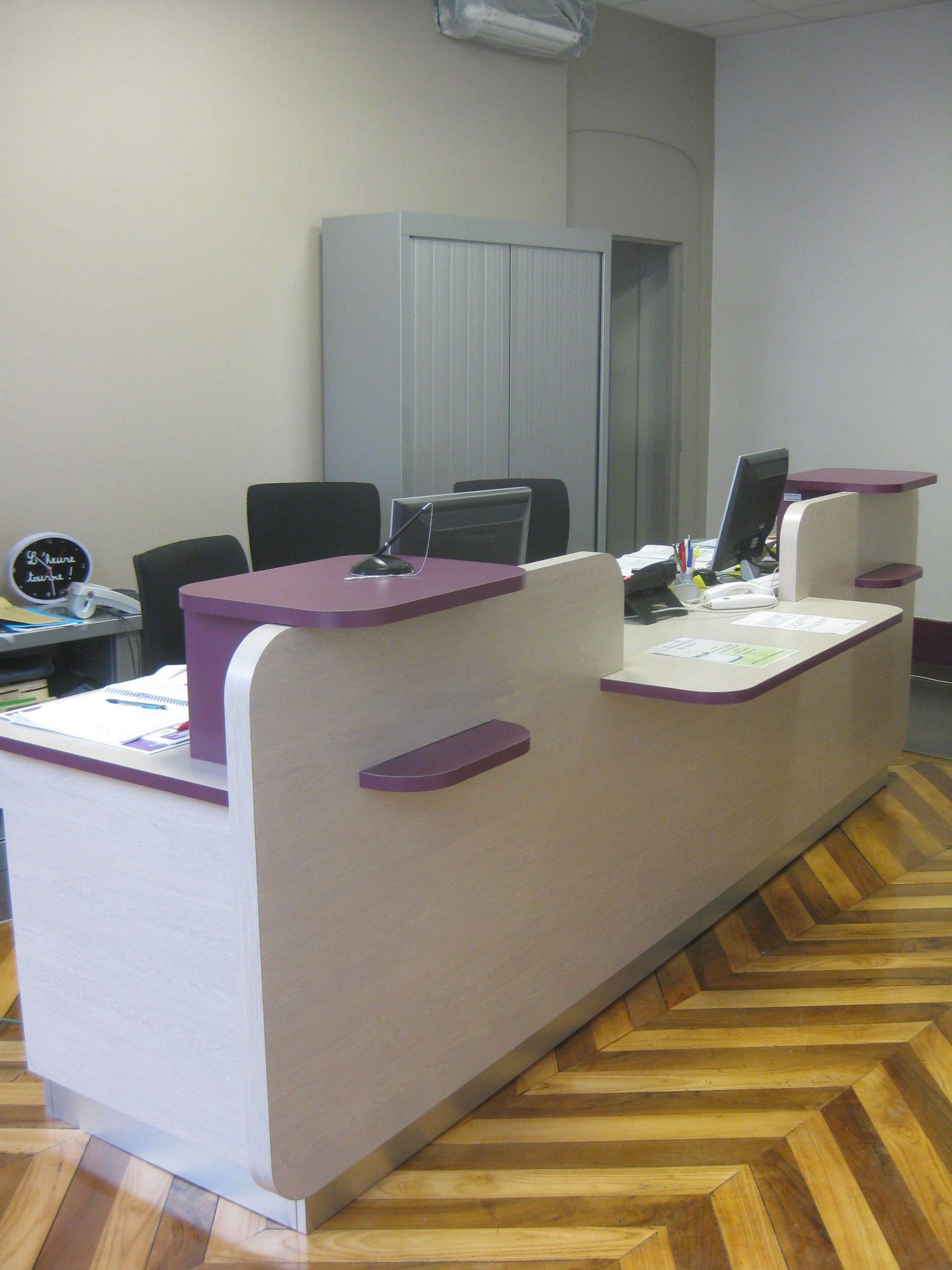 Banque d'accueil de l'UMT Dentaire de Gaillac agencé par SAFRA Agencement