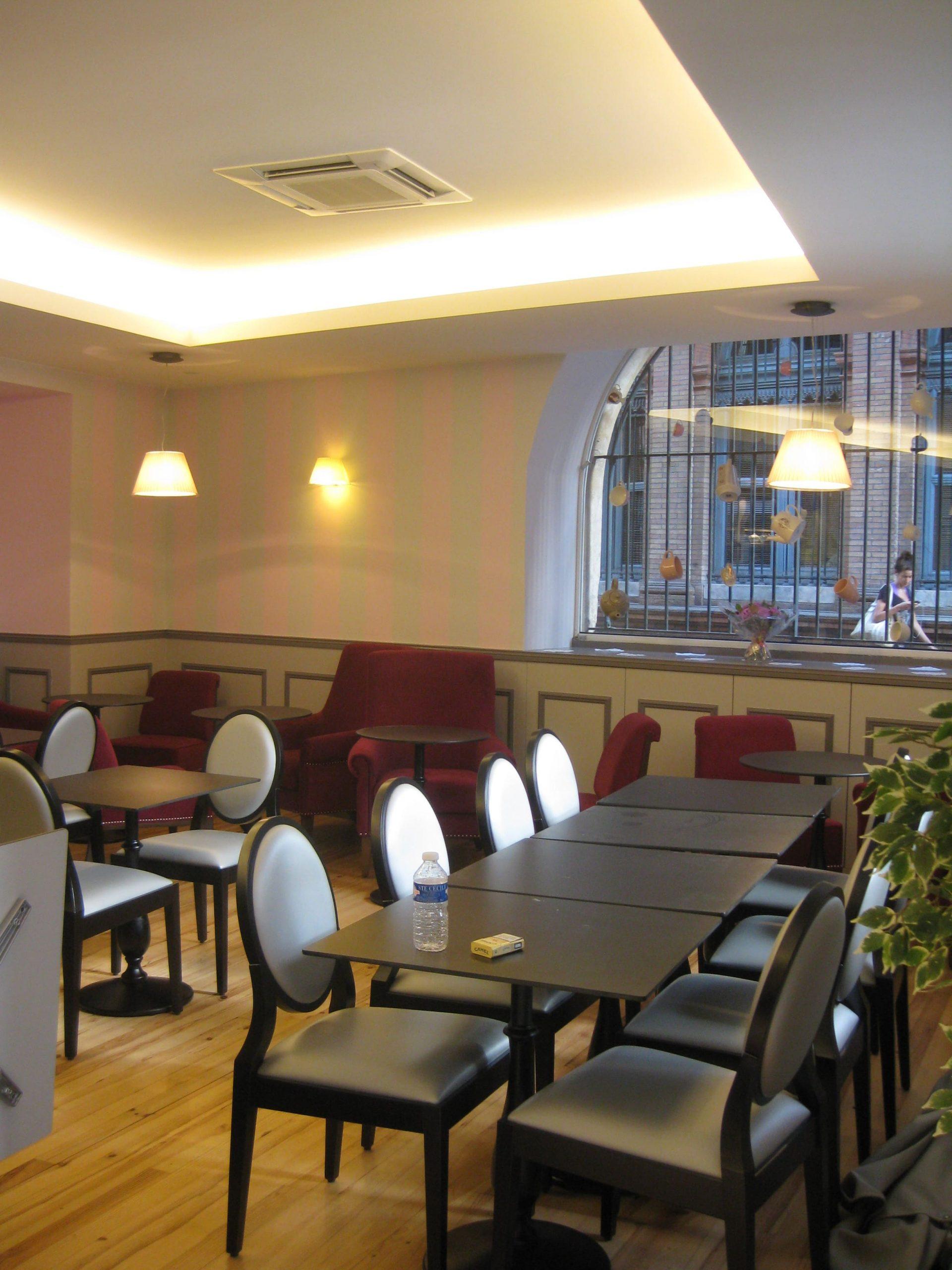 Salle de restauration du salon de thé Perlette à Toulouse agencé par SAFRA Agencement